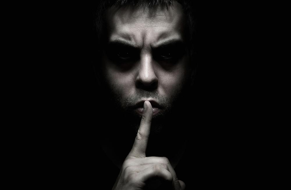 Scary-Man-Finger-Lips